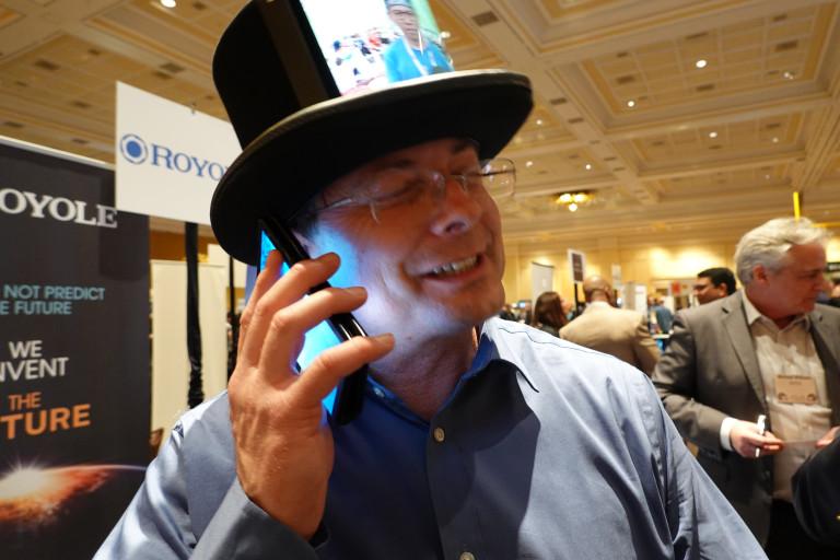 Вот он какой: первый в мире телефон с гнущимся дисплеем